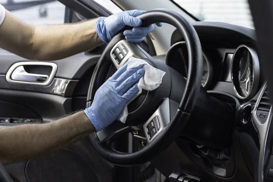 Nettoyage intérieur volant voiture